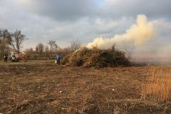 19:00 Uhr - das Feuer wird angezündet